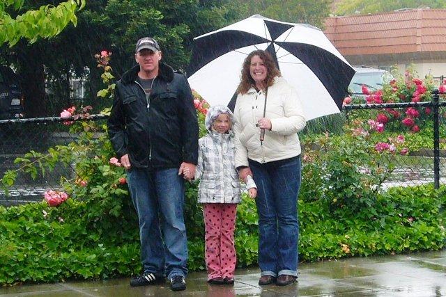 Dave, Lily & Carol walk down Wilson Street