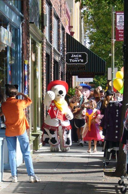 Railroad SCARE- Children\'s Pumpkin parade