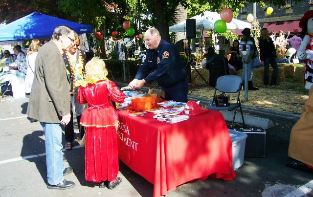Railroad SCARE- SRFD hands out treats