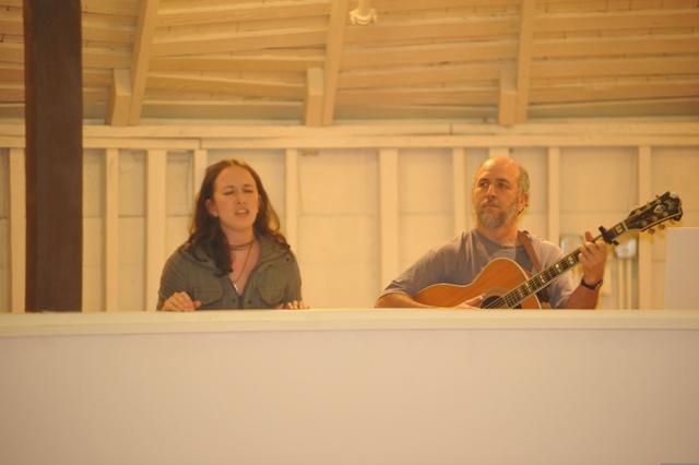 Ken & Oona sing.