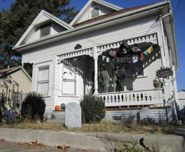 A Boyce Street cottage dresses up for Halloween