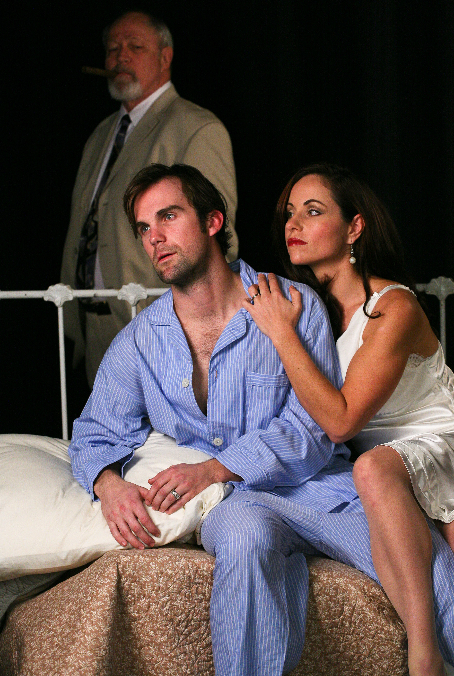 an analysis of a wealthy southern family in cat on a hot tin roof by tennessee williams Cat on a hot tin roof by tennessee williams   moving story of a neurotic, dysfunctional southern family  free summary and analysis of the events in tennessee.